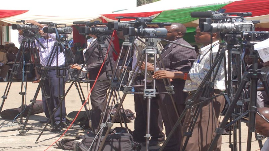 AFANDE: Why do journalists love demos? – Media Observer newsletter